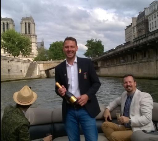 Passeio de barco no rio Sena com degustações  de Champagne, Paris