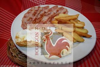 Photo: Un buen par de huevos con beicon y pataticas