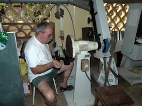 Photo: Jacques est venu de France pour la 2ème fois passer 2 mois à l'atelier d'Emile pour confectionner ou réparer du matériel