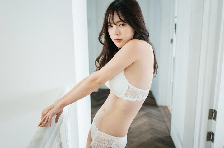 Korean Girl Going Viral For Posing In Sexy Swimsuits And Lingerie That She Designed Herself