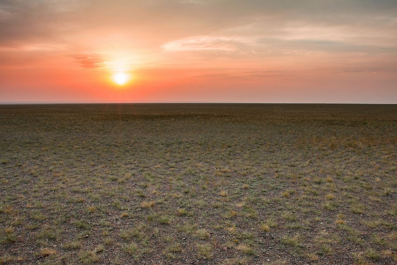 La vastità silenziosa della pianura di atlantex