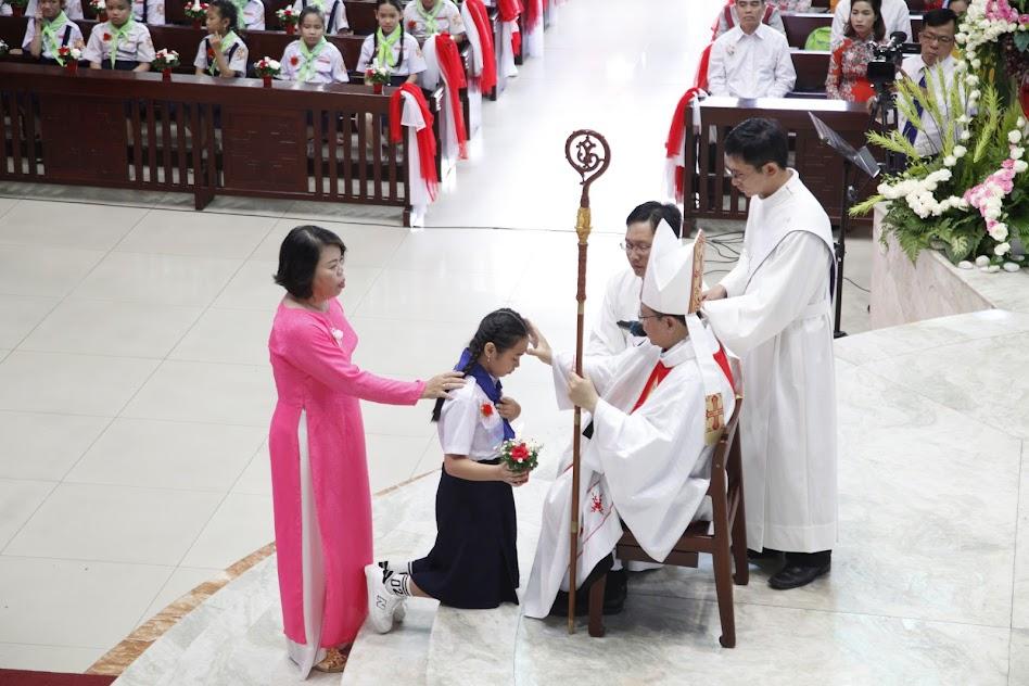 Thánh Lễ Lãnh Nhận Bí Tích Thêm Sức Và Rước Lễ Lần Đầu