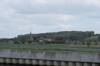 Photo: kerk van Melden met daar achter de Koppenberg