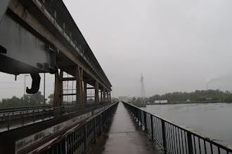 Photo: Coup d'œil à l'arrière sur le pont barrage de Lixhe