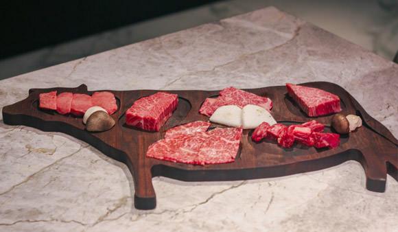 樂軒和牛專賣店:IG打卡美食,專人服務 吃了會流淚的夢幻和牛燒肉@捷運忠孝敦化站(台北打卡餐廳/約會餐廳/生日餐廳)