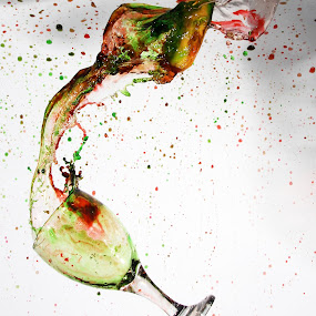 Splash by Gilang Ariefian Gutama - Artistic Objects Glass ( red, splash, green, glasss )