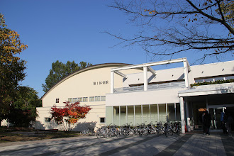 Photo: 体育館前
