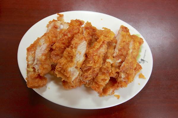 高雄岡山區。 位在岡山郊區,很道地泰式料理,整體口感中規中矩而已麗達泰式料理。 樂天.小高の美食之旅