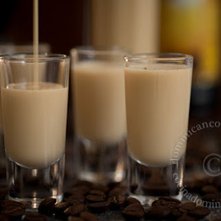Vanilla and Coffee Liqueur Eggnog Recipe (Ponche de Café)