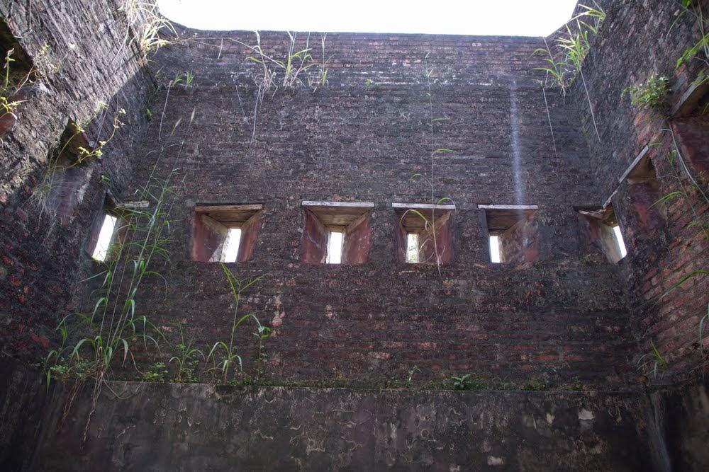 Khuk Khi Kai, a prisão de cocô de galinha