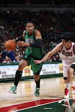 Photo: MILWAUKEE, WI - December 1:  Jared Sullinger #7 of the Boston Celtics drives to the basket against Ersan Ilyasova #7 of the Milwaukee Bucks on December 1, 2012 at the BMO Harris Bradley Center in Milwaukee, Wisconsin. NOTE TO USER:  User expressly acknowledges and agrees that, by downloading and or using this Photograph, user is consenting to the terms and conditions of the Getty Images License Agreement.  Mandatory Copyright Notice:  Copyright 2012 NBAE (Photo by Gary Dineen/NBAE via Getty Images)