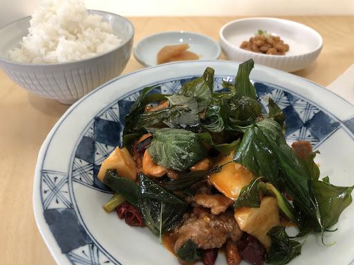 酸辣醬醉仙牛肉 NT.260  醬汁太多太鹹,但是味道還不錯,牛肉也很嫩。只可惜每人一個套餐,副菜蔬菜太少。