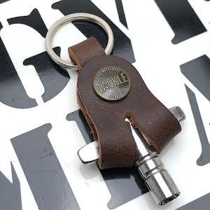 Tackle - Trumnyckel inkl hållare i läder - Brun