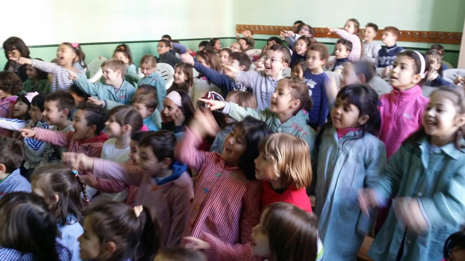 niños divirtiéndose en espectáculo de mago madrid