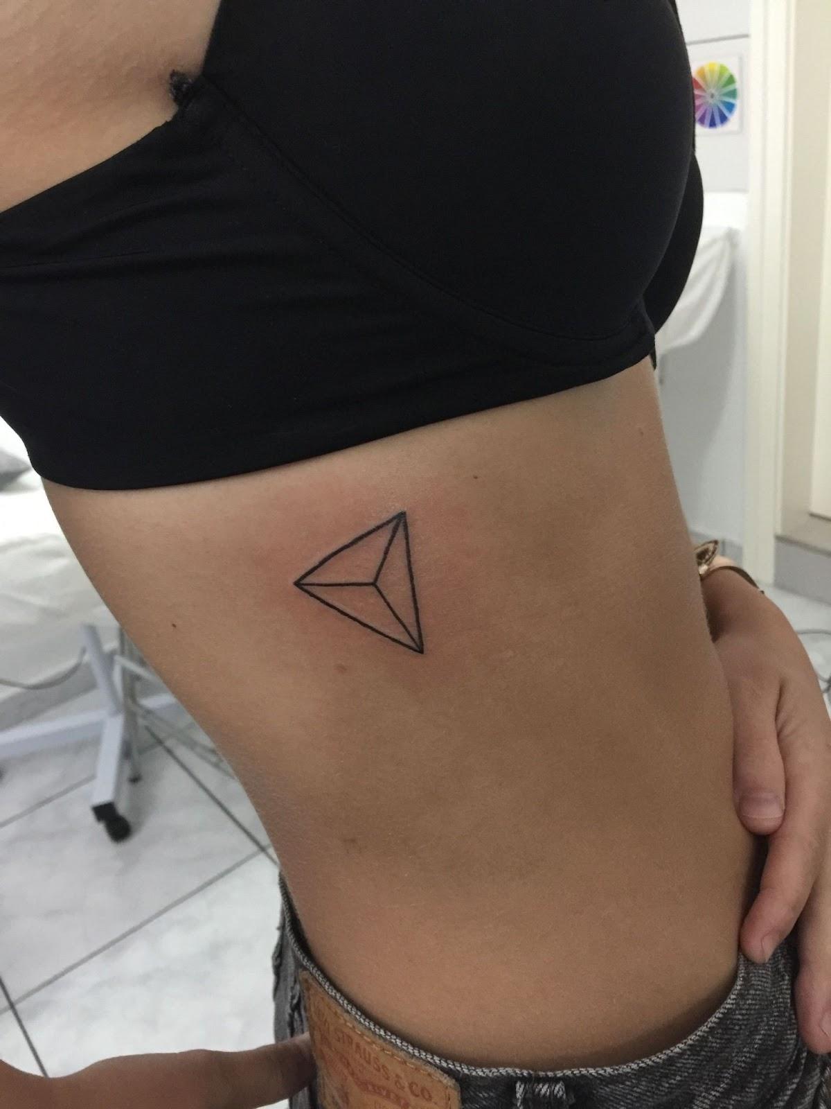 ลายสักสามเหลี่ยมผู้หญิง 09