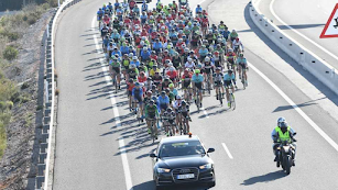 El pelotón en la pasada edición de La Vuelta a Almería.