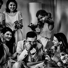 Wedding photographer Adina Dumitrescu (adinadumitresc). Photo of 11.04.2016