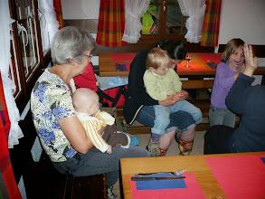 Photo: Die Jungmannschaft von Simon ist auch dabei, behütet von der Grossmutter Marianne Dettwiler