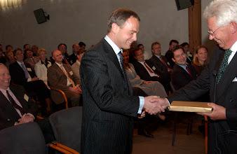 Photo: Uitreiking van de Galenus Geneesmiddelenprijs en de Galenus Researchprijs 2004 in Naturalis te Leiden foto © Bart Versteeg