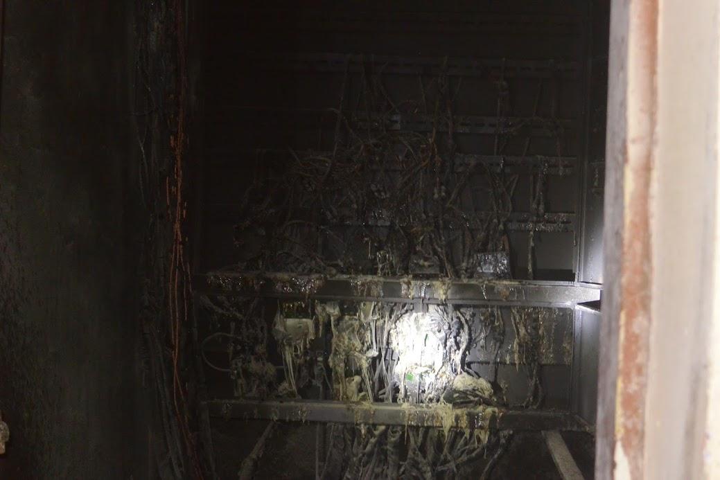 Các hộp điện bị cháy