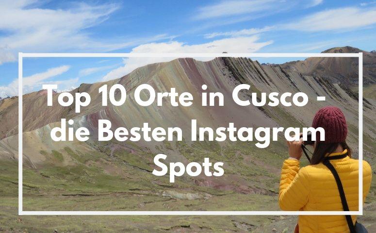 bunte Regenbogen berge und tourist in gelber Jacke macht Foto von denen