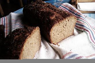 Photo: Mi primer pan (de molde). Q feliz estoy aprendiendo secretos d levaduras y harinas. Volviendo a lo básico.
