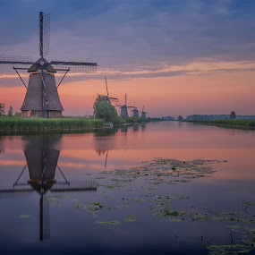 The beginning of a new day at Kinderdijk at 4:55 a.m. by Rémon Lourier - Buildings & Architecture Statues & Monuments