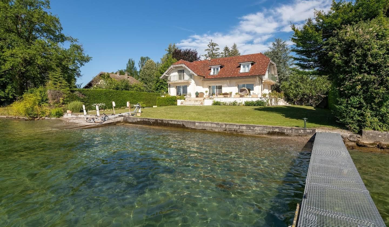 Property with garden Sciez