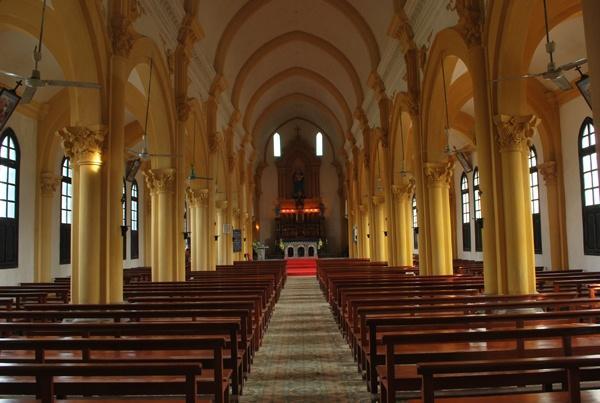 Ghế nhà thờ giá bao nhiêu?