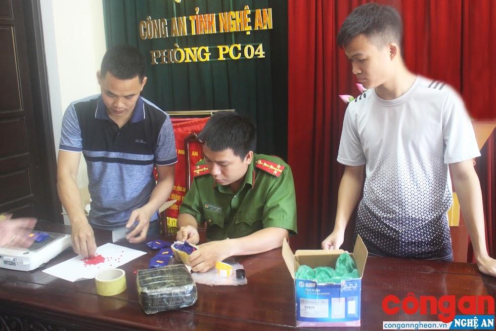 Phòng Cảnh sát ĐTTP về Ma túy kiểm tra vật chứng vụ án