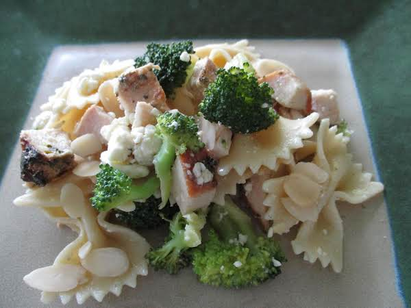Grilled Chicken And Gorgonzola Pasta Salad