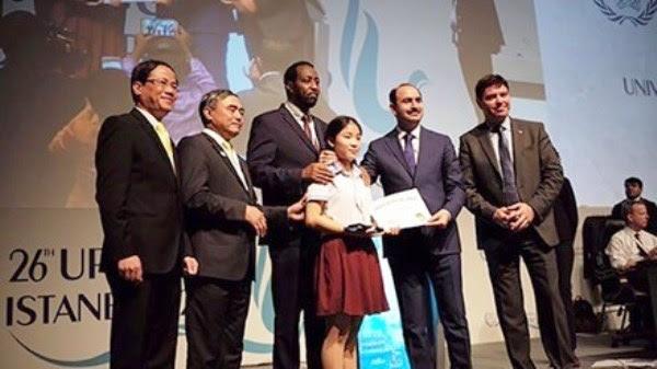 Nữ sinh Việt Nam với bức thư viết tay hay nhất đoạt giải UPU 2016