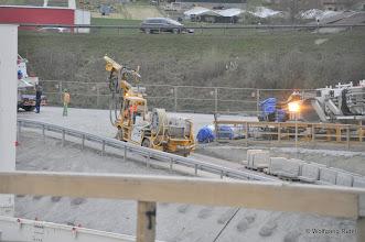 Photo: Betonspritzmaschine fährt aus der Grube heraus