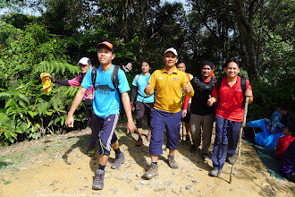 Photo: Lead by Abdul, Mat Nur and a few other, another pack started at Bukit Putuh and arrived almost at the same time.