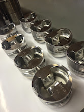 Photo: CP pistons 4,375 boring met lichte buttons, pistonpennen kunnen geleverd worden. 6 zuigers 1,5 jaar oud, 2 nieuwe.  CP pistons 4,375 bore with light buttons, wrist pins can be delivered. 6 pistons 1,5 years old, 2 new ones.