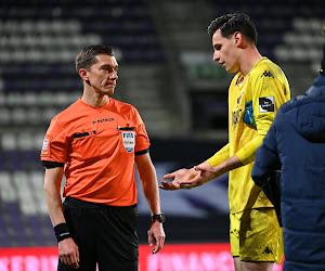 """🎥 Strafschop bij Beerschot-Charleroi zorgt voor heel wat discussie: """"Geen twijfel mogelijk"""" en """"was geen strafschop"""""""