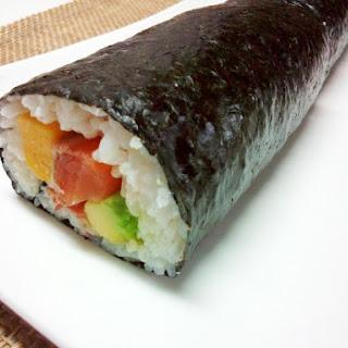 Bite-Size Salmon Avocado Maki Sushi
