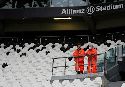 📷  Vreemde situatie in Turijn: spelers Juventus staan op het veld, maar Napoli komt niet opdagen