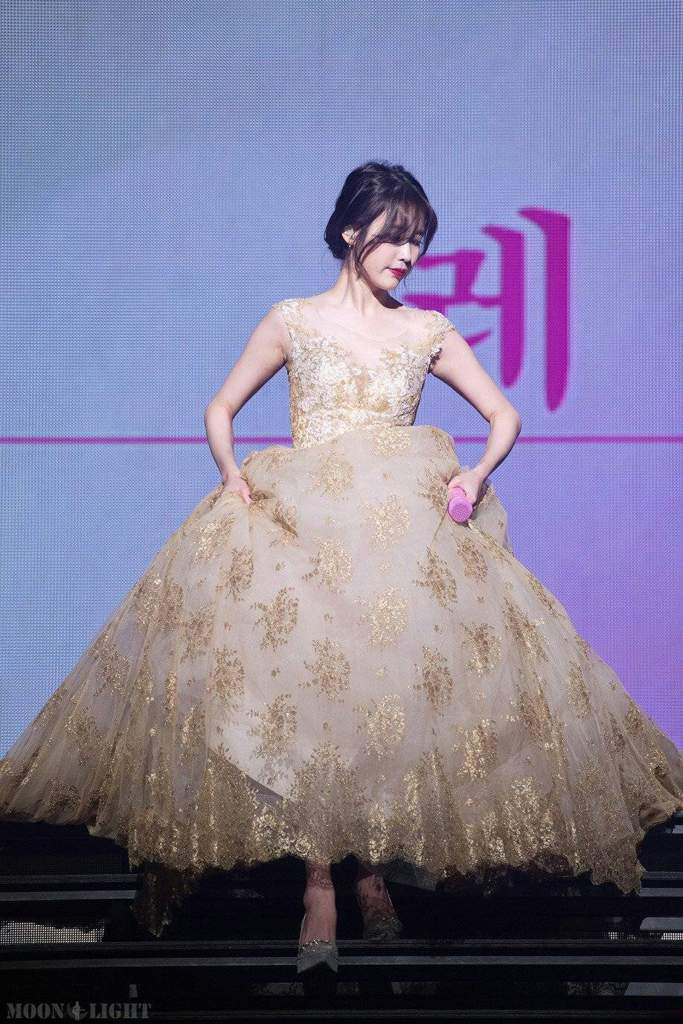 iu gown 10