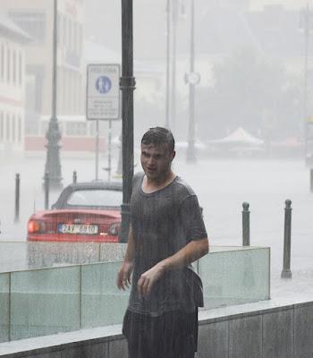 scende a pioggia,ma che fà..... di Fabry