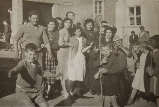 Photo: De fiesta. Proveedor: Julia González Izquierdo. Año: 1957.