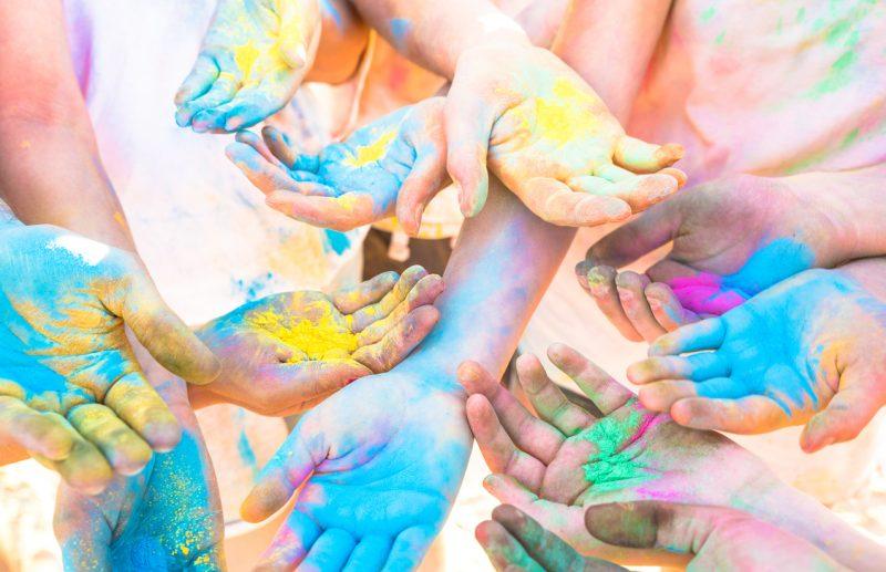 حفلة لعب بالألوان