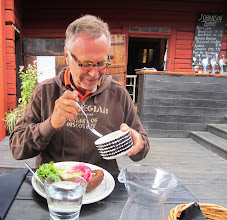 Photo: Johans ravintolan ranta-aittamiljöötä (ja Lasse)