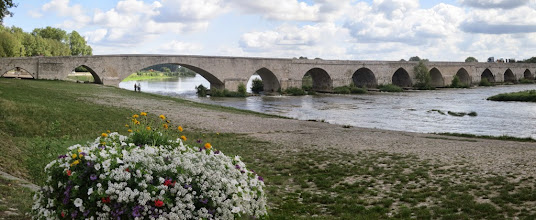 Photo: Beaugency