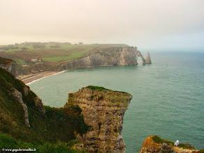 Photo: #004-Etretat. La falaise d'Aval, vue de la falaise d'Amont.