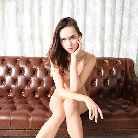 Nude(5) by 敬昕 涂 - Nudes & Boudoir Artistic Nude ( 敬昕 涂, light, chair, jana, nude, portrait, 涂敬昕 )