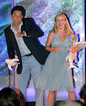 Photo: Oscar Nunez & Angela Kinsey goof off to get the crowd to donate and adopt a dolphin (c)Oceana/Tom Vickers