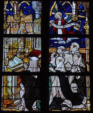 Photo: Chanoinesses invoquant sainte Waudru (chapelle de la Sainte Croix ou du Crucifix)