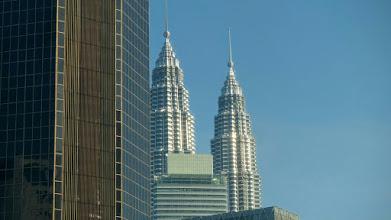 Photo: Fra vort hotel i Kuala Lumpur kan vi se Petronas Towers, verdens højeste bygning indtil 2004