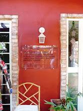 Photo: Tijolos antigos emolduram as portas. http://celiamartins.blogspot.com/